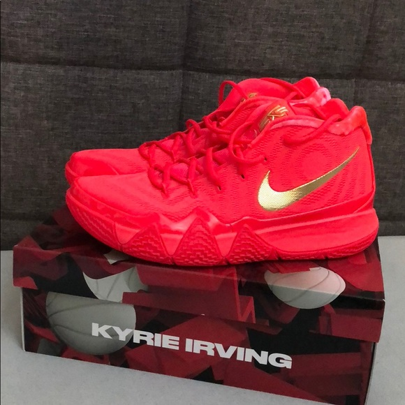 Kyrie 4 (Red carpet). M 5ba546255c4452edbb72a0f0 5d8937bb0